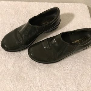 Cole Haan Nike Air Olive Green Patent Leather 6 B